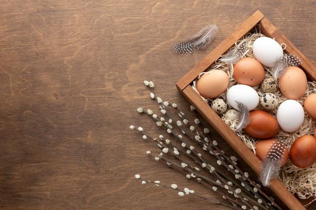 Płaskie Ukształtowanie Pudełka Z Jajkami Na Wielkanoc I Kopiować Miejsca Darmowe Zdjęcia