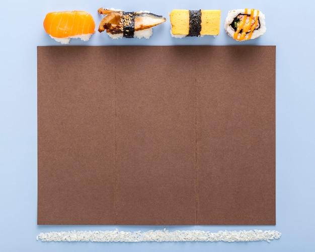 Płaskie Ukształtowanie Pustego Menu Z Ryżem I Sushi Darmowe Zdjęcia