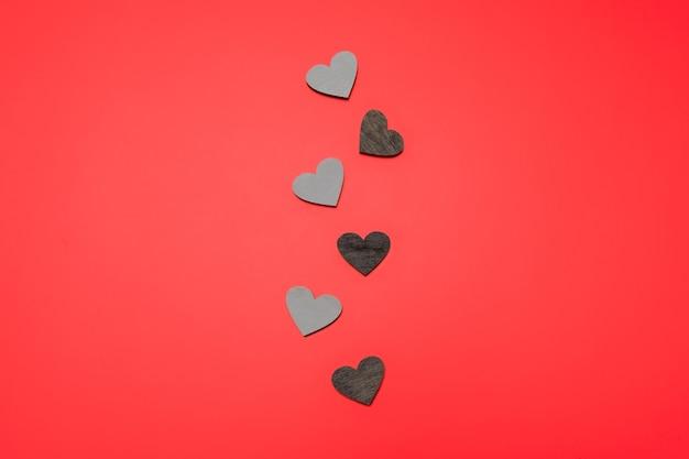Płaskie Ukształtowanie Serc W Linii Na Czerwono Premium Zdjęcia