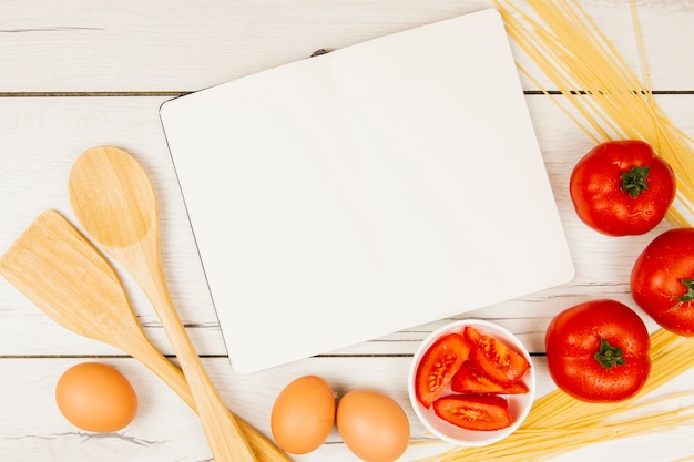 Płaskie Ukształtowanie Składników Książki I żywności Z Miejsca Kopiowania Darmowe Zdjęcia