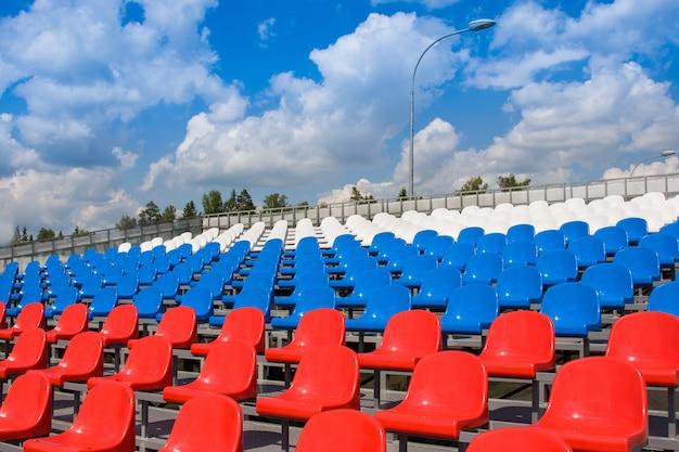 Plastikowe Siedzenia Na Stadionie Premium Zdjęcia