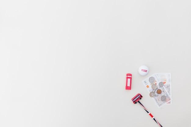 Plastikowe zabawki z walutami i piłeczki do golfa Darmowe Zdjęcia