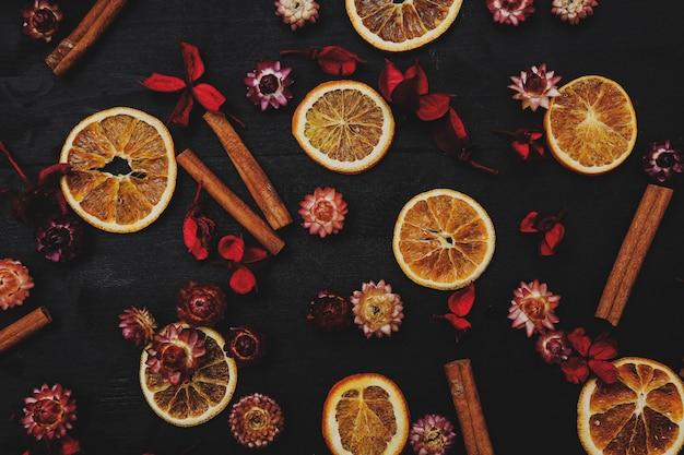 Plastry Pomarańczy, Cynamonu I Kwiatów Darmowe Zdjęcia