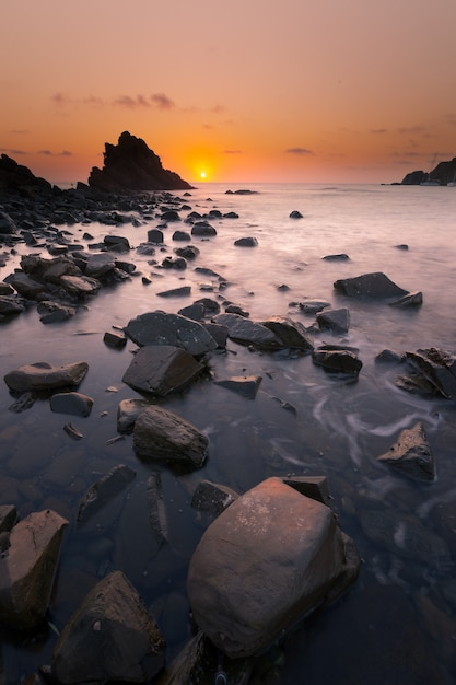 Plaża sa mesquida na wyspie menorca. Premium Zdjęcia