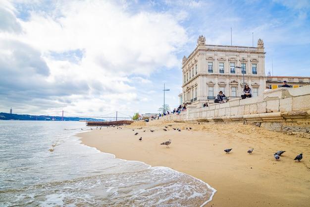 Plaża W Lizbonie Praă§a Do Comercio Portugal, 12 Listopada 2019 R Premium Zdjęcia