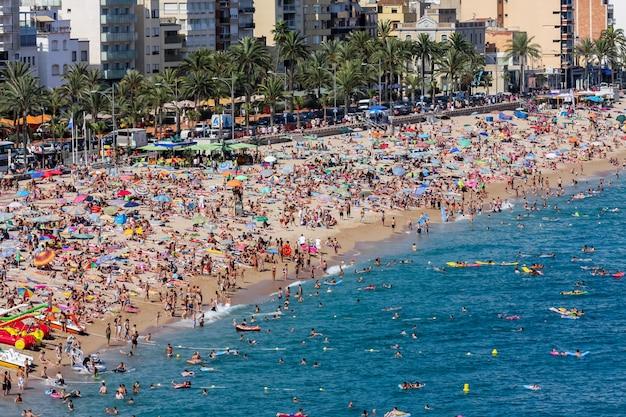 Plaża W Lloret De Mar W Hiszpanii Premium Zdjęcia