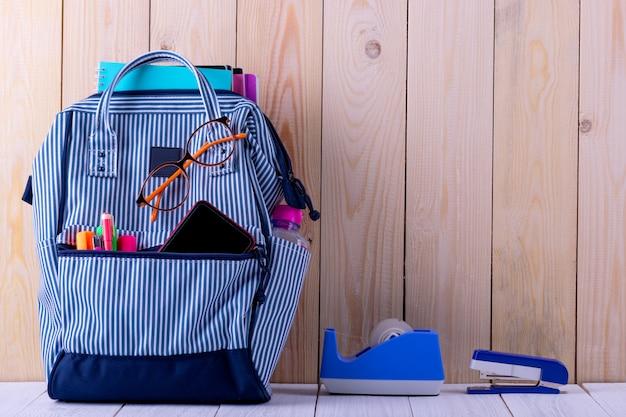 Plecak z papeterią w torbie Premium Zdjęcia