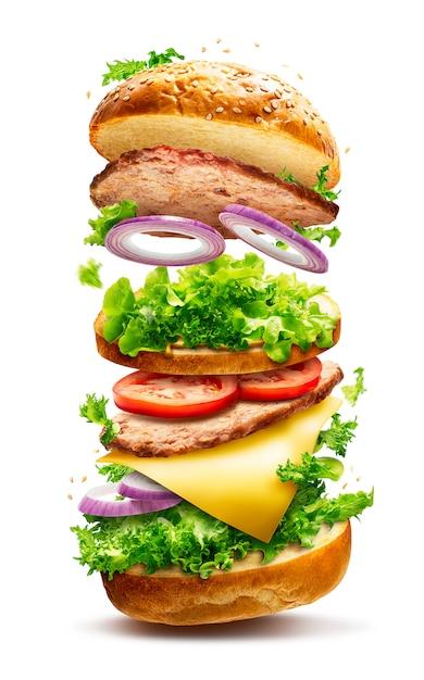 Pływający burger na białym tle Premium Zdjęcia