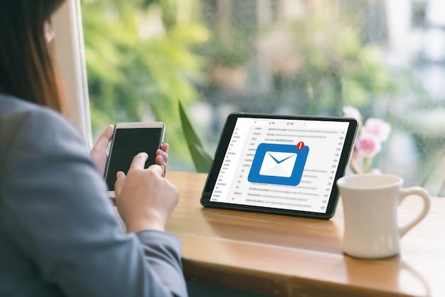 Poczta Komunikacyjna Podłączeniowa Wiadomość Opowiadać Kontaktowi Telefon Globalnych Listów Pojęcie Premium Zdjęcia