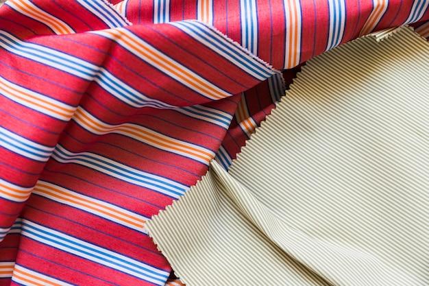 Podniesiony widok kolorowej bawełnianej tkaniny Darmowe Zdjęcia