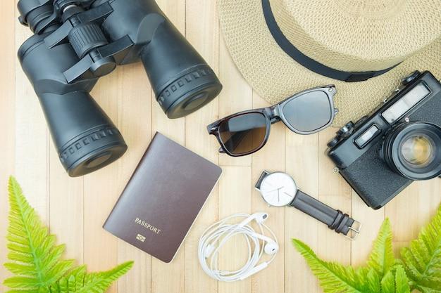 Podróżnik Przedmiot Drewno Tło Przestrzeń Wakacje Pojęcie Płaski Lay Moda Styl Premium Zdjęcia