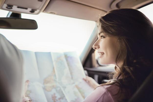 Podróżować. Para Podróżuje Samochodem Darmowe Zdjęcia