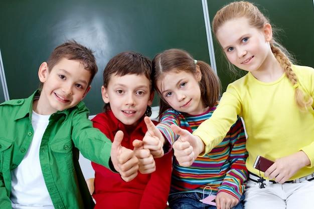 Podstawowe studentów z kciuki w górę Darmowe Zdjęcia