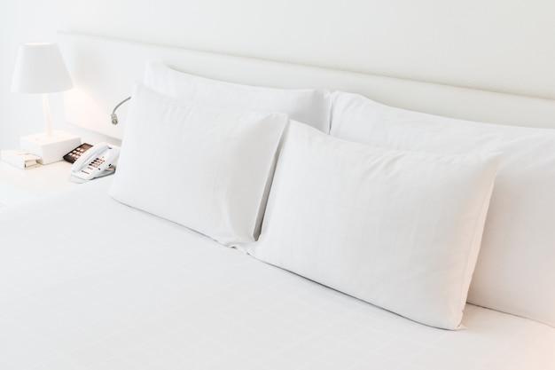 Poduszka Na łóżku Darmowe Zdjęcia