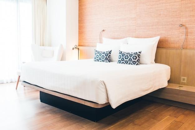 Podwójne łóżko Z Poduszkami Darmowe Zdjęcia