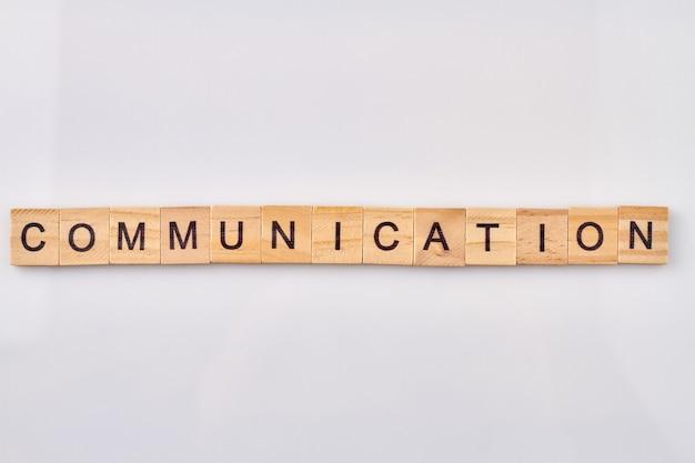 Pojęcie Komunikacji I Wymiany Informacji. Alfabet Drewniane Klocki Na Białym Tle. Premium Zdjęcia