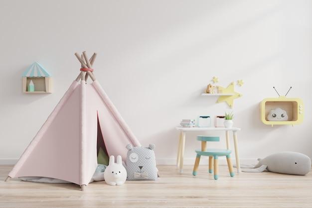 Pokój Zabaw Dla Dzieci Z Namiotem I Stołem Za Białą ścianą. Premium Zdjęcia