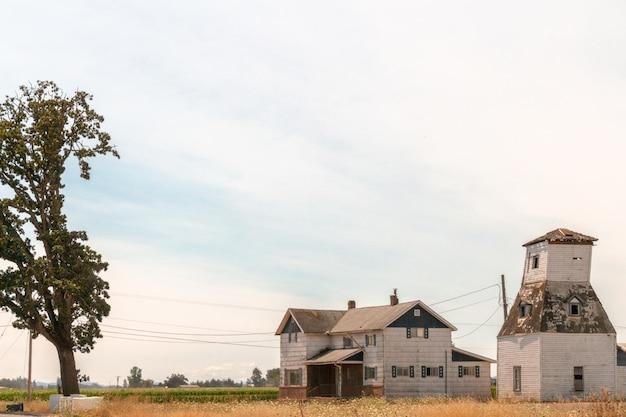 Pokojowa Mała Farma W Polu Na Wsi Darmowe Zdjęcia