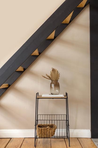 Półka Z Dekoracjami Pod Schodami Premium Zdjęcia