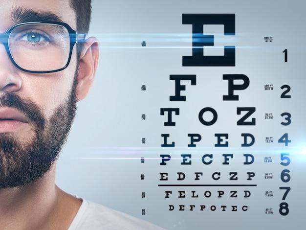 Połowa Męskiej Mapy Twarzy I Oczu Premium Zdjęcia