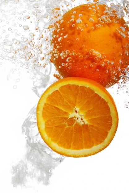 Pomarańcze Spadły Do Wody Darmowe Zdjęcia