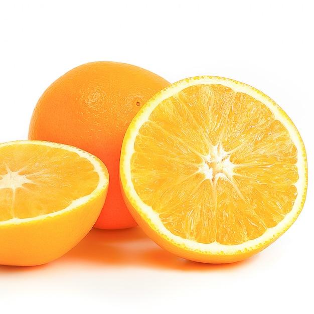 Pomarańczowy Cały I Dwie Połówki Na Białym. Premium Zdjęcia
