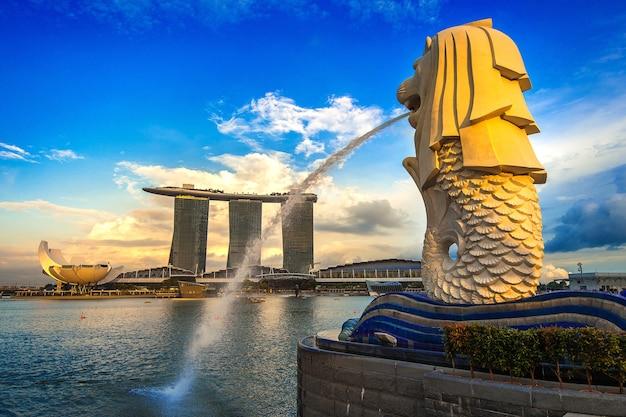 Pomnik Merliona I Pejzaż Miejski W Singapurze. Darmowe Zdjęcia