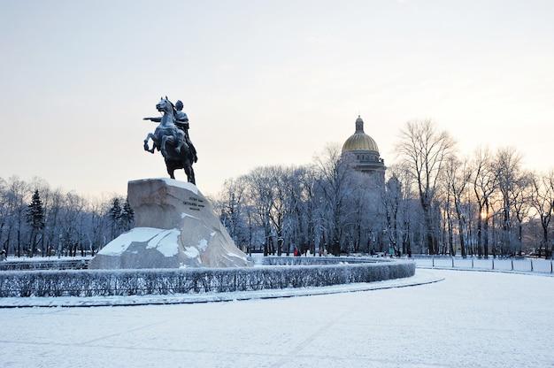 Pomnik piotra wielkiego, jeźdźca z brązu w petersburgu, rosja Premium Zdjęcia