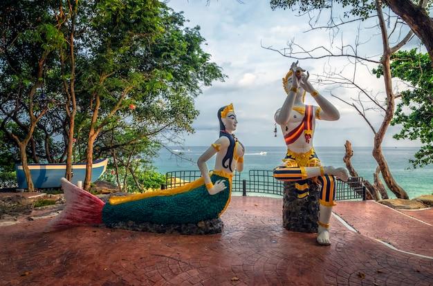 Pomnik Syreny I Dzieci Na Plaży Sai Kaew Na Wyspie Samed Premium Zdjęcia