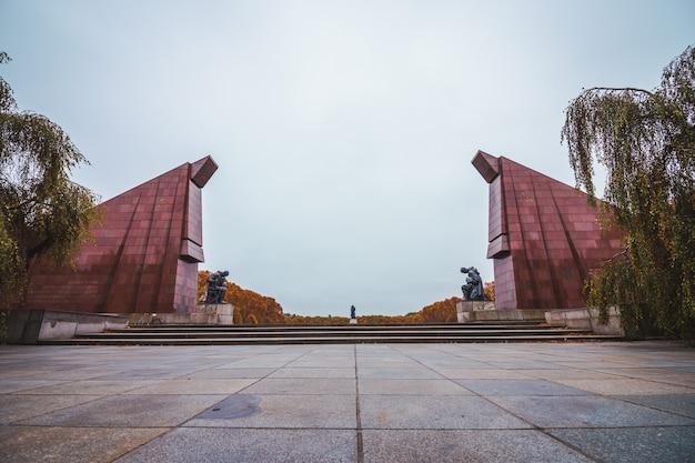 Pomnik Wojny Radzieckiej W Berlinie, Niemcy. Premium Zdjęcia