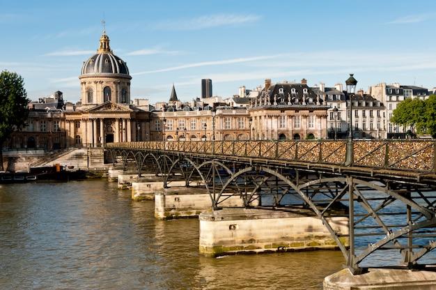 Pont Des Arts W Paryżu Premium Zdjęcia