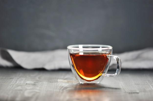 Poranna Czarna Herbata W Przezroczystym Kubku Premium Zdjęcia