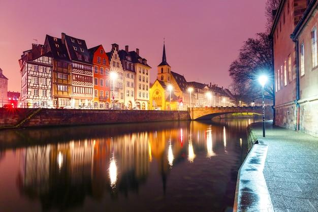 Poranny Nabrzeże W Strasburgu, Alzacja Premium Zdjęcia
