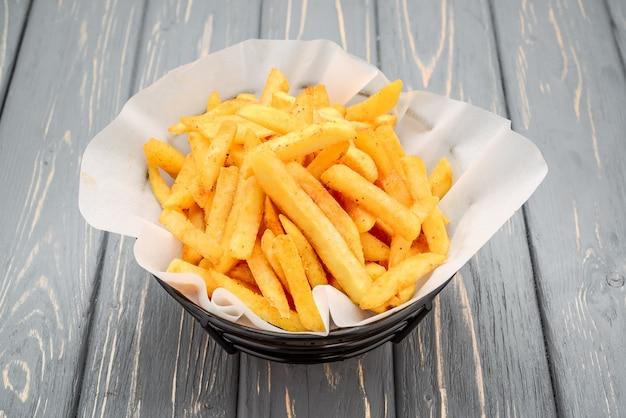 Porcja Frytek, Smażonych Ziemniaków Premium Zdjęcia