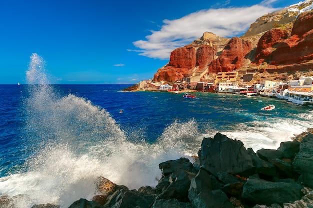 Port Amoudi Z Oia Lub Ia, Santorini, Grecja Premium Zdjęcia