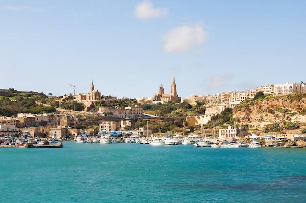 Port mgarr na małej wyspie gozo, malta. Premium Zdjęcia