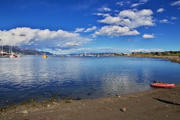 Port Morski W Mieście Ushuaia Na Ziemi Ognistej Argentyny Premium Zdjęcia