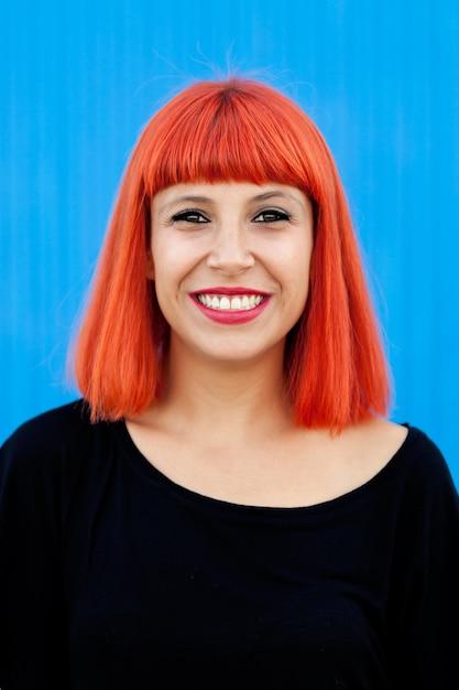 Portratit czerwonych włosach kobiety Premium Zdjęcia