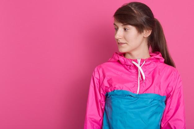Portret Atrakcyjna Sporty Kobieta W Sportowej Koszula Darmowe Zdjęcia