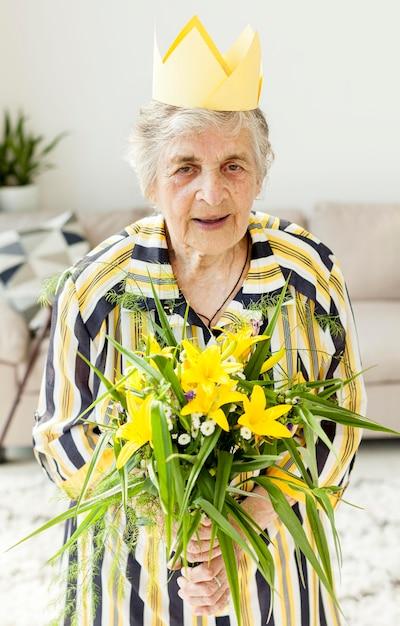 Portret Babci Mienia Kwiaty Darmowe Zdjęcia