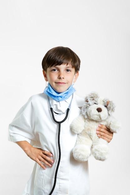 Portret chłopca z misiem Darmowe Zdjęcia