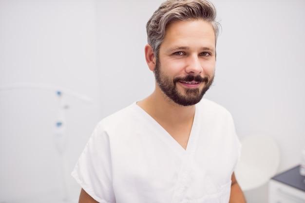 Portret Dentysta Pozycja W Klinice Darmowe Zdjęcia