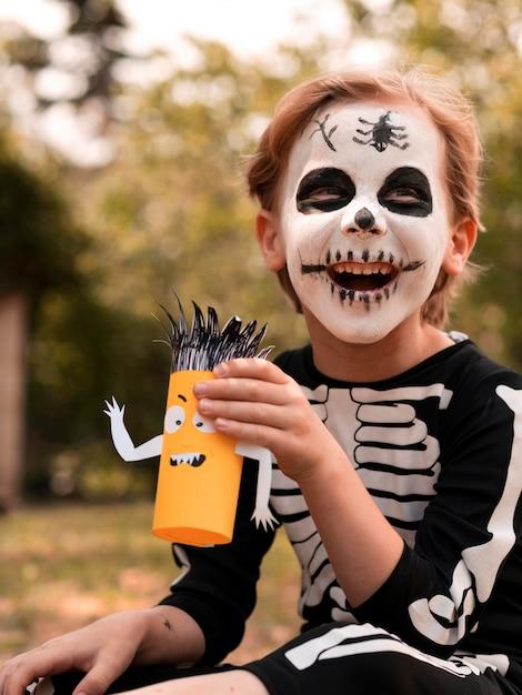 Portret Dziecka Z Twarzą Pomalowaną Na Halloween Darmowe Zdjęcia