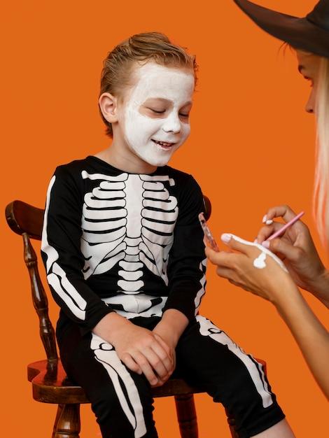 Portret Dziecka Ze Złym Kostiumem Na Halloween Darmowe Zdjęcia