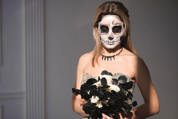 Portret dziewczyny z makijażu zmarłego na halloween. Premium Zdjęcia
