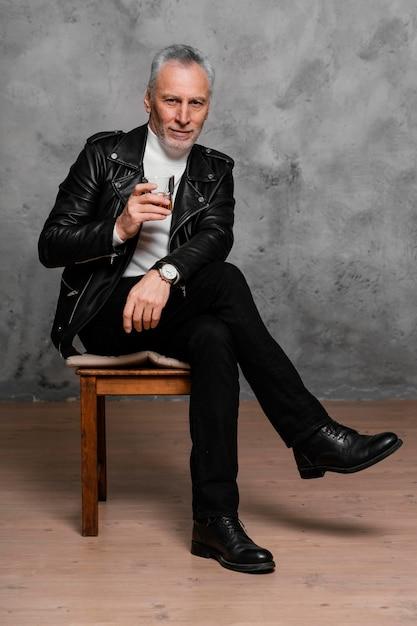 Portret Elegancki Mężczyzna Darmowe Zdjęcia