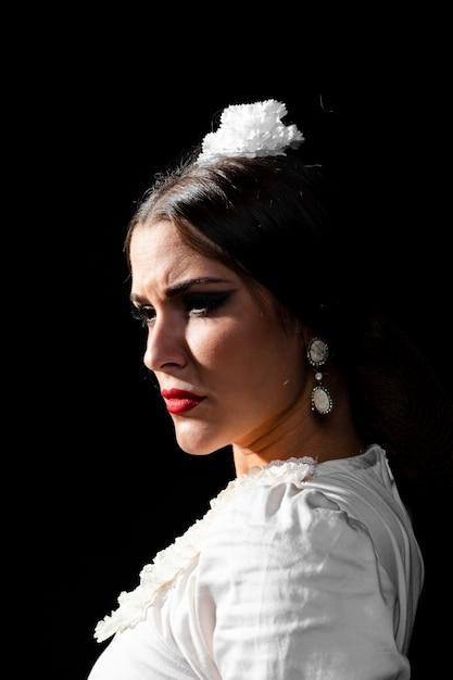 Portret Flamenca Z Czarnym Tłem Darmowe Zdjęcia