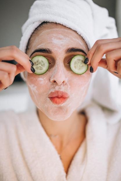 Portret kobieta jest ubranym piękno maskę Darmowe Zdjęcia
