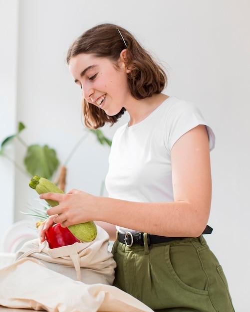 Portret Kobiety Gospodarstwa Ekologicznych Warzyw Darmowe Zdjęcia