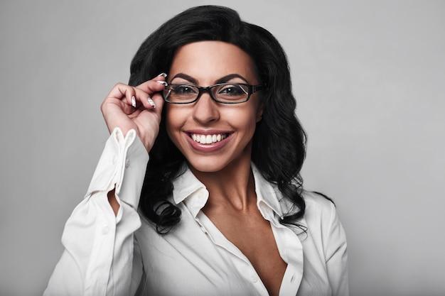 Portret kobiety szczesliwym biznesem Premium Zdjęcia